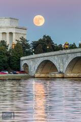 Super moonrise over Memorial Bridge